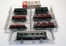 Fleischmann H0 - 5075K/5203/5300/5301/5319K/5569 - Seven freight cars and passenger carriages of the DB, 3 with end signal lighting