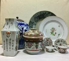 9 interesting items of porcelain - China - Qing Dynasty - 18th/19th Century