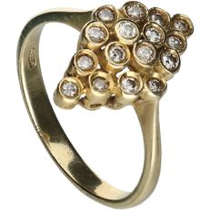 18 kt - Yellow gold marquise ring set with 16 brilliant cut diamonds, approx. 0.16 ct in total - Ring size: 18 mm