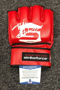 "Official new and unworn signed by the legendary Fedor ""The Last Emperor"" Emelianenko  UFC MMA Official Fighting Glove Strikeforce Beckett COA"