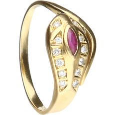 1 kt - Yellow gold ring set with a ruby and 12 brilliant cut diamonds of approx. 0.12 ct in total - ring size: 17.75 mm