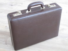 Calfskin leather Claymore extendable diplomats suitcase
