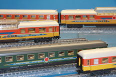 "Märklin H0 - 42995/42997 - 3-piece and 2-piece carriage set ""Apfelpfeil"" housed at the DB"