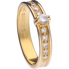 14 kt yellow gold shoulder ring by Desiree set with 11 brilliant cut diamonds of 0.20 ct in total - ring size: 17.5 mm