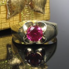 Old gold ring with verneuil ruby