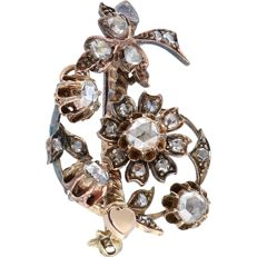 14 kt, Antique, rose gold brooch set with 22 rose cut diamonds - Size: 3.8 x 2.3 cm