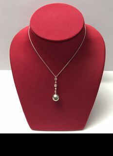 White gold necklace with a pearl, diameter 13.75 mm and 5 diamonds for 1.10 ct