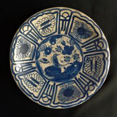 Majolica earthenware plate with a bird in Chinese garden - diameter 25 cm