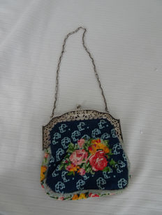 Beautiful embroidered bag with Dutch silver brace and chain - the Netherlands - early 1900