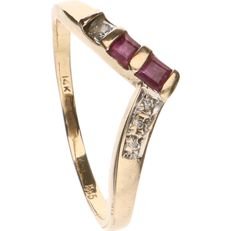 14 kt yellow gold ring set with 1 square cut diamond and ruby - ring size: 16 mm