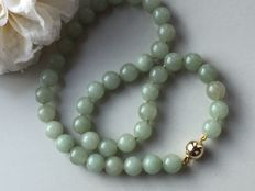 Vintage jade/jadeite necklace Origin: Burma No reserve