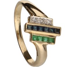 14 kt - Yellow gold ring set with emerald, sapphire and 3 octagonal cut diamonds of approx. 0.03 ct in total - Ring size: 17.5 mm