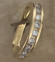 18 kt Yellow gold wedding band. Set with 9 brilliant-cut diamonds, 0.27 ct. 55 (Fr)