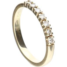 14 kt - Yellow gold ring set with 7 brilliant cut diamonds of approx. 0.14 ct in total - ring size: 19 mm.
