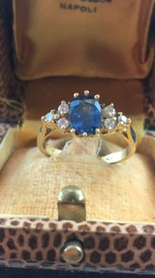 Ring with a blue sapphire and six diamonds