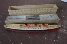 Queen Mary old wooden model, very rare 1936