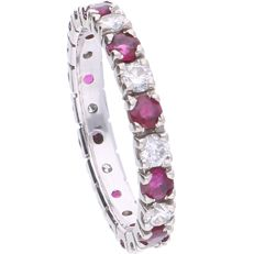 14 kt - White gold eternity ring set with 10 brilliant cut diamonds of 0.58 ct in total - Ring size: 17 mm