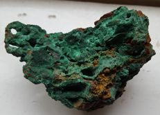Malachite with beautiful crystals - 86 x 60 x 53 mm - 214 g