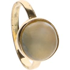 14 kt Yellow gold ring set with moonstone - Ring size: 15.75 mm