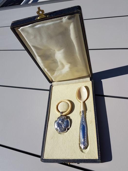 silver rattle with angel decoration and porridge spoon in their case, 1880