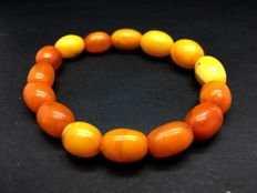 Vintage natural Baltic Amber bracelet from dark yellow to butterscotch colour beads 11,6 grams (not pressed, not heated)