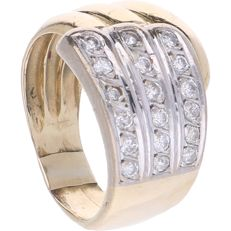 14 kt - Bi-colour ring set with 18 brilliant cut diamonds of approx. 0.54 ct in total - Ring size: 17.75 mm