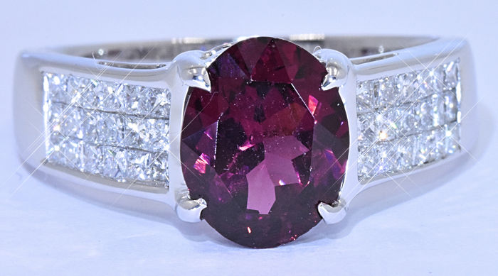 3.39 Ct Garnet with Princess Diamonds ring - NO reserve price!