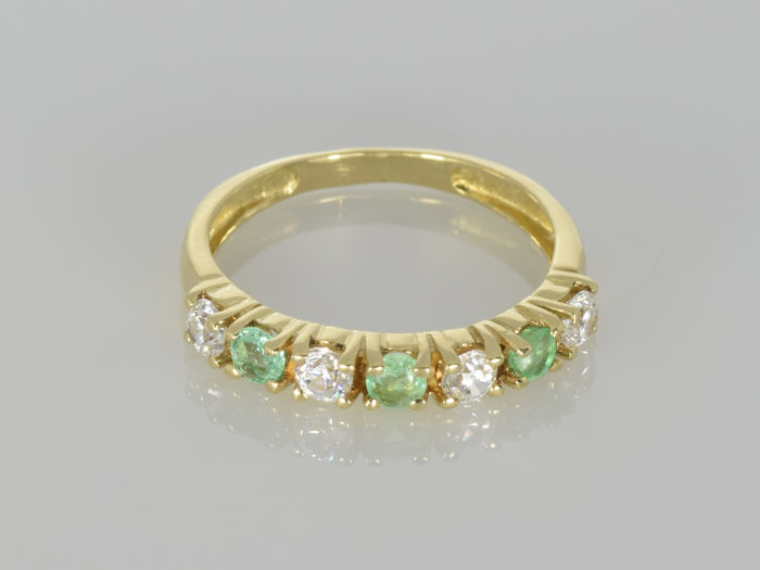 18 kt. Gold ring with emeralds.