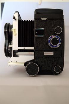 Mamiya C330 TLR twin-lens reflex camera in very good condition