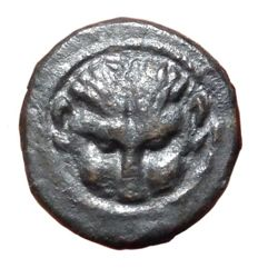 The Greek Antiquity - Bruttium, Rhegion c. 450-425 BC - Æ (Bronze, 13mm, 1,24g.) - Lion-scalp facing / R E with olive leaf - HNItaly 2517; SNG ANS 678-679 - Rare