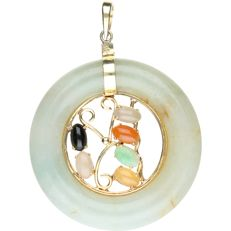 14 kt - Pendant made of jade, set with various decorative stones and yellow gold - length x width: 4 x 3 cm