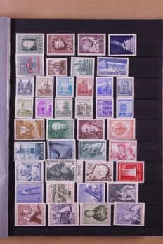 Austria + VN Vienna 1957/2000 - Collection in stock book, 4 loose year packs + Lindner ringbinder