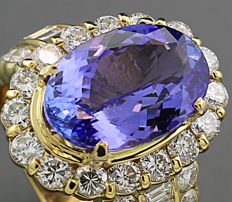 Luxury tanzanite brilliant ring 10.51ct in total, includes brilliants 3.20ct in 750 yellow gold
