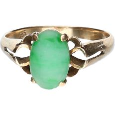 14 kt - yellow gold ring set with a cabochon cut jade - ring size: 20 mm