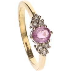 14 kt Yellow gold ring set with ruby and 6 octagon cut diamonds of approx. 0.02 ct per piece - Ring size: 15.5 mm.