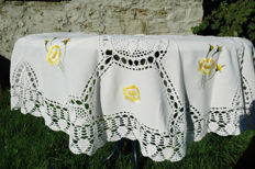 Round tablecloth for 6 people - white 170 cm / crocheted by hand