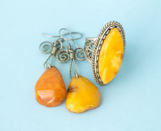 Vintage Baltic Amber set of ring and earrings old honey butterscotch egg yolk color