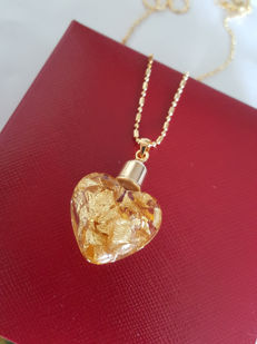 24K Gold (999.9) heart shaped pendant - Unworn, Complete in Box - length of 46 cm ***no reserve price***