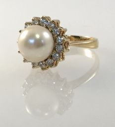 18 kt yellow gold ring with white zirconias and cultured pearl - size 16.70 mm