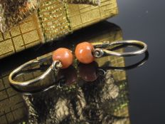 Gold earrings with coral 1910