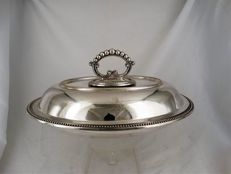 Heavily silver plated cover dish with pearl rim, England, 20th century