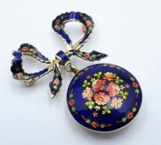 18 Ct Brooch With Enamel Decoration