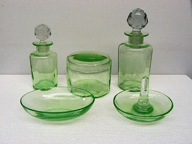 new product 138d4 c0b3d Green glass dressing table set, France, early 20th century - Catawiki