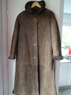 Made and designed at Modevakschool (Fashion school), long new brown Lammy coat.