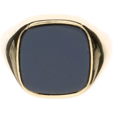 14 kt Yellow gold signed ring set with layered stone - Ring size: 20.25 mm