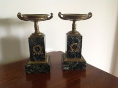 A pair of bronze decorative coupes on marble pedestals - Empire style - France - c. 1900