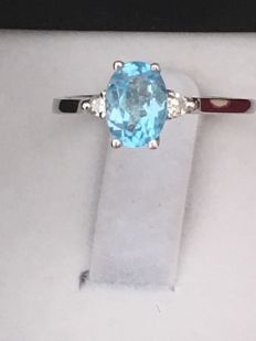 114 kt white gold ring with oval cut topaz weighing 0.60 ct, and 2 brilliant cut diamonds weighing 0.084 ct – Ring diameter: 16.50 mm No reserve.