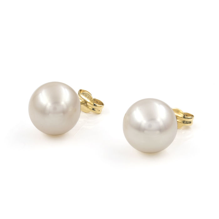 Yellow gold, 18 kt/750 - Fresh water cultured pearls of 10.30 mm