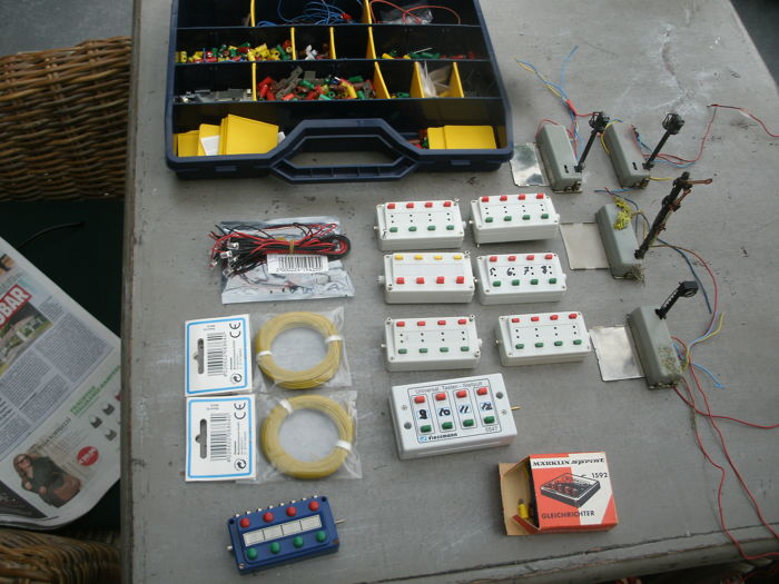 m rklin viessmann h0 electric accessories switch boxes wire plugs and 4 signals catawiki. Black Bedroom Furniture Sets. Home Design Ideas