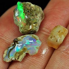 Lot of Natural Play Of Color Opal - 9.45 ct (3)